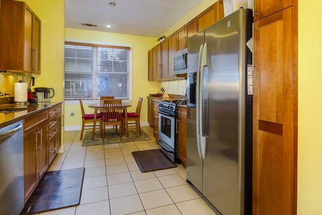 gourmet kitchen in Port Liberte rental townhome