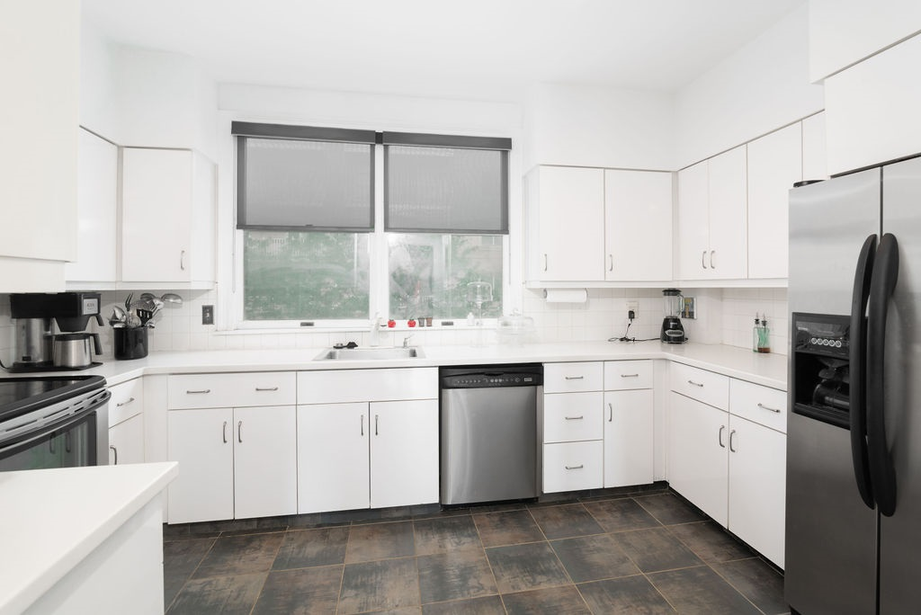 The kitchen at 203 Shearwater Court West 31.