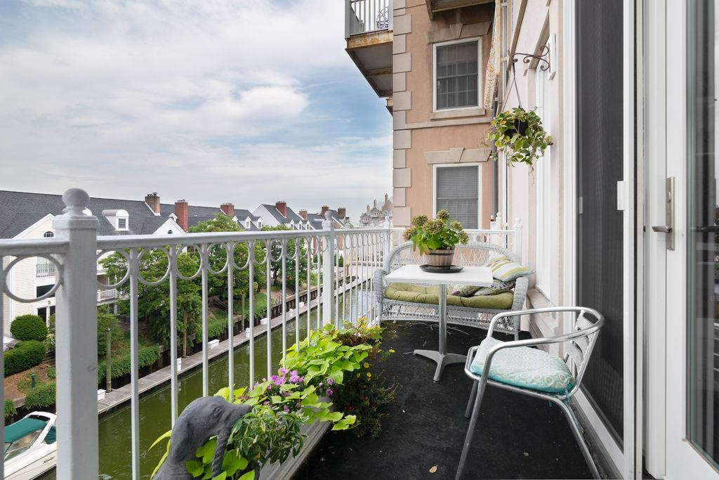The terrace at 203 Shearwater Court West 31.